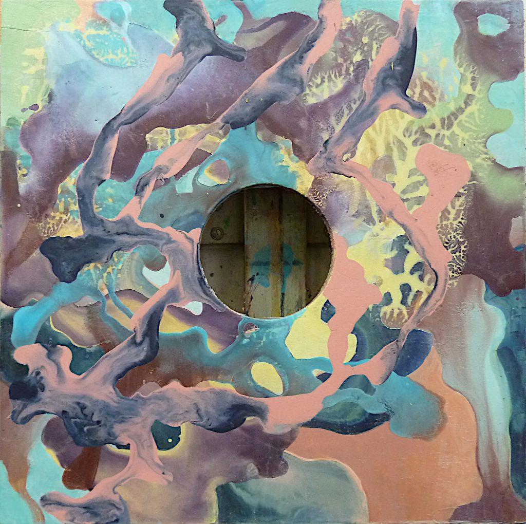 Een paneel met een gat schept verwarring omdat vooral het midden van een schilderij de plek is waar het visueel om draait. Het oog gaat zich anders over het vlak bewegen
